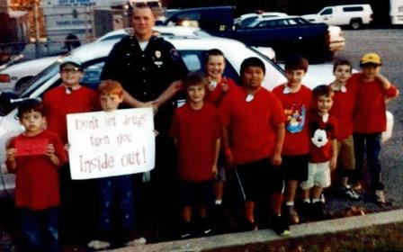 Kentucky scouts pose with officer